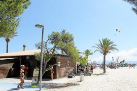 El Ajuntament pide a Costas tomar el control de los chiringuitos de la playa de Alcúdia