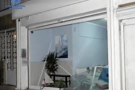 Detenido por estrellar su coche en Can Pastilla contra una tienda con la que tenía una «relación laboral»
