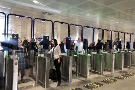 Los trabajadores en huelga del control de pasaportes del aeropuerto de Palma solicitan la intervención de la Conselleria