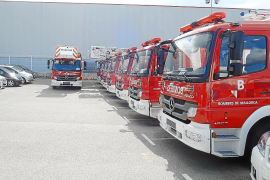 El Consell achaca a la burocracia que los bomberos no tengan los nuevos camiones