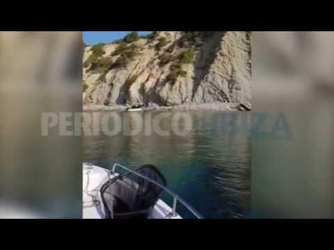 Un pescador graba la llegada de una patera a Ibiza
