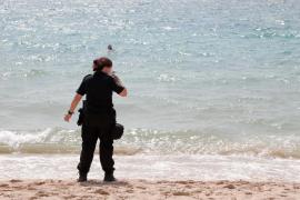 Malestar entre algunos bañistas en la playa de Can Pere Antoni
