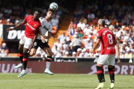 El Real Mallorca regala la victoria al Valencia
