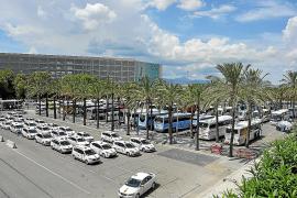Indignación entre los taxistas por el excesivo retraso de las nuevas tarifas