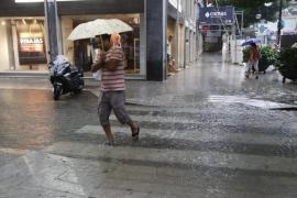 La semana arranca con tormenta y temperaturas en descenso