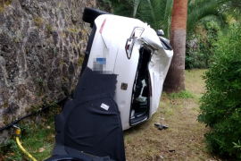 Un joven, grave tras precipitarse su coche a una vivienda de Valldemossa