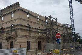 Cae una cornisa del antiguo edificio de la Autoridad Portuaria de Palma