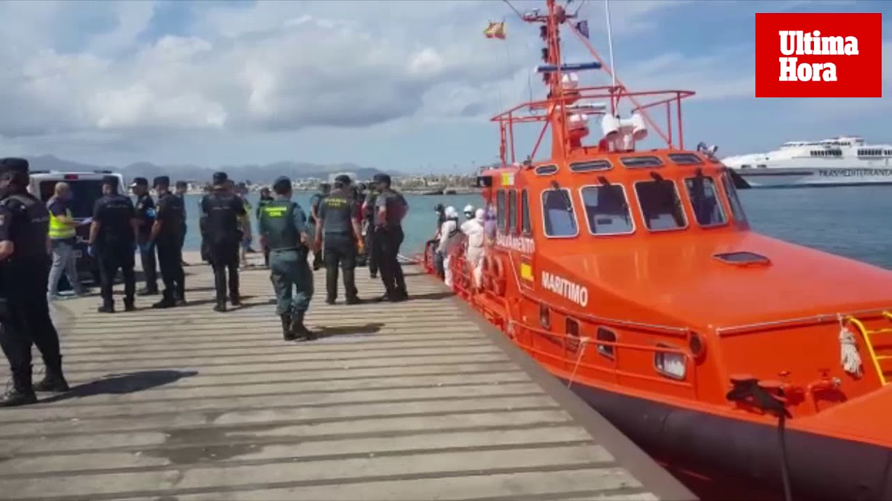 Un barco francés rescata a 18 inmigrantes de una patera en aguas de Cabrera