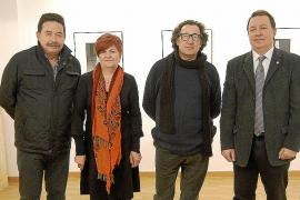 Joan Forteza inaugura su exposición de fotografías 'Torres d'enfilació'