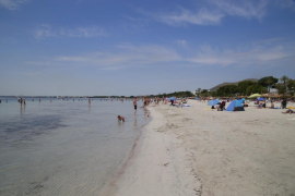 Un turista, crítico tras sufrir un ahogamiento en la Playa de Alcúdia