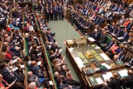 El Parlamento británico aprueba la primera etapa del proyecto que evitaría un «Brexit» sin acuerdo