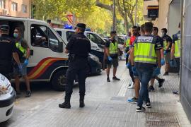 Un inmigrante rescatado por el barco francés ingresa en un centro de menores de Palma