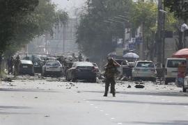 Al menos diez civiles muertos y más de 40 heridos en un atentado talibán en el centro de Kabul