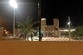 Los vecinos denuncian un mal uso del parque infantil Parc de s'Illa