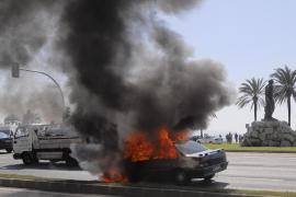 Arde un coche en el Passeig Marítim