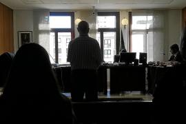 Dos años de prisión para un hombre por empujar por las escaleras a su expareja