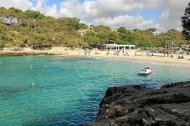 Medi Ambient reclama a Costas que revise la legalidad de diez chiringuitos de playa