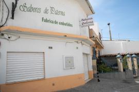 Fábrica de 'Sabores de Paterna' tras quedar precintada.