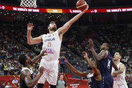 Serbia derrota a Estados Unidos en la lucha por el quinto puesto