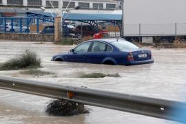 Consejos de la DGT para salir del coche en una riada