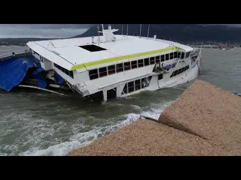 El ferry de Baleària encallado en Dénia se hunde a causa del temporal