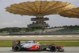 Hamilton firma 'pole' en Sepang y Alonso saldrá octavo
