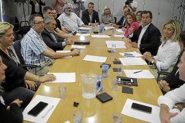 Company se reúne con los empresarios para hacer piña a favor de los cruceros