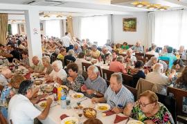 Los mayores de Sant Agustí se dan un homenaje en el restaurante Es Cruce