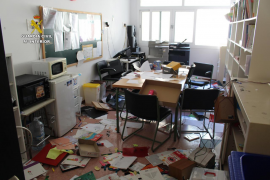 Investigan a tres jóvenes por daños en dos centros educativos de Mallorca