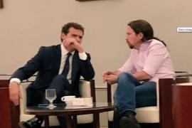 Iglesias ve «patético» que un diputado difunda una foto suya con Rivera
