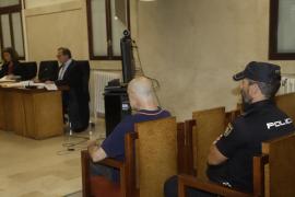 Condenado a 10 años de cárcel por agredir a sus padres en Felanitx y hacerles comer un cuadro de Miró