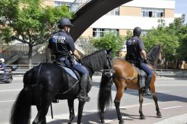 La Policía Montada de Palma, refuerzo para la seguridad en los colegios