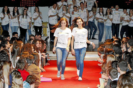 Desfile proviaje de estudios del colegio Luis Vives