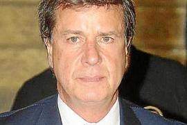 Cayetano Martínez de Irujo operado de urgencia por una obstrucción intestinal