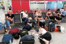 Turistas afectados: «Nos han arruinado el final de nuestras vacaciones»