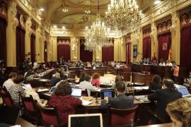 El Parlament pide explicaciones a Ábalos por sus declaraciones sobre el descuento de residente