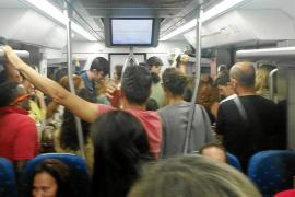 Los usuarios del tren denuncian el colapso entre Lloseta y Palma