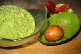 Confunde wasabi con guacamole y sufre el 'síndrome de corazón roto'
