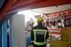 Alarma en Magaluf tras hundirse el techo en dos locales de comida rápida