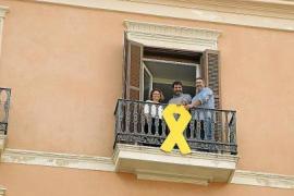 La Junta Electoral da 24 horas para quitar el lazo amarillo del Parlament balear