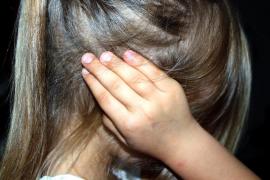 Una madre a sus hijas de 5 y 7 años: «Ojalá encontréis un hombre que os joda la vida»