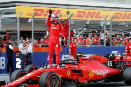 Leclerc suma otra 'pole' y Sainz saldrá quinto en Sochi