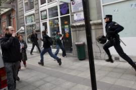 LA POLICÍA DETIENE A DOS JOVENES DE UN PIQUETE INFORMATIVO