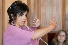 Condenan por abuso sexual al empresario que simuló besar a Teresa Rodríguez