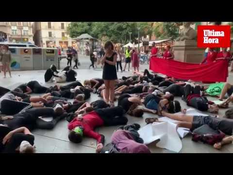Extinction Rebellion visibiliza en Palma la crisis ecológica mediante una 'performance'