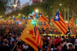 Unas 18.000 personas se manifiestan en Barcelona por el 1-O al grito de «ni olvido, ni perdón»