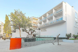 En estado crítico un joven turista tras caer desde un tercer piso en Ibiza
