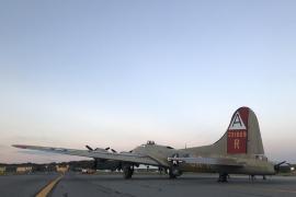 Al menos 5 muertos al estrellarse un avión de la II Guerra Mundial