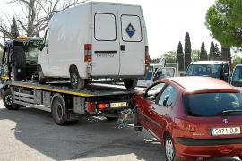 Imagen de la retirada de hasta 154 vehículos del depósito municipal realizada hace unas semanas