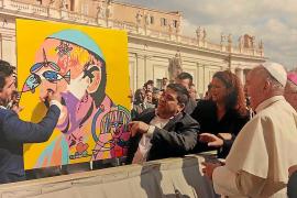 El papa Francisco recibe en Roma dos obras del mallorquín José Luis Mesas